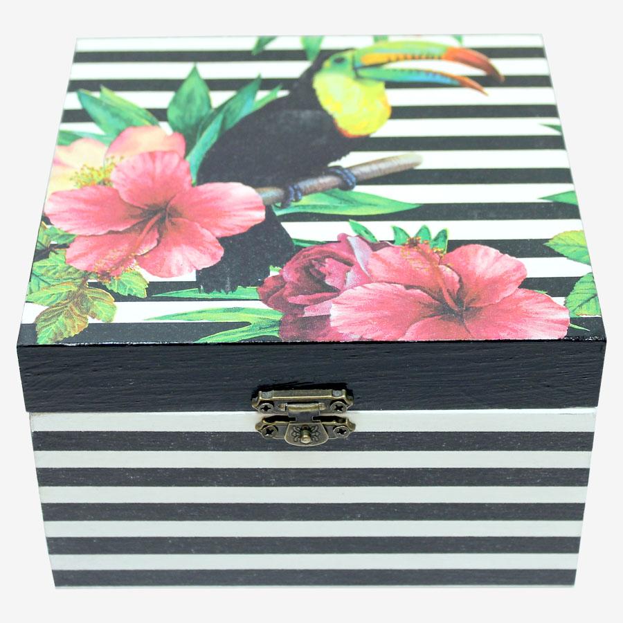 Tukán- és hibiszkuszmintás, kocka alakú doboz