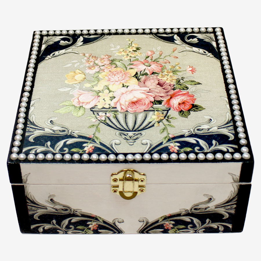 Barokkmintás, kocka alakú fadoboz