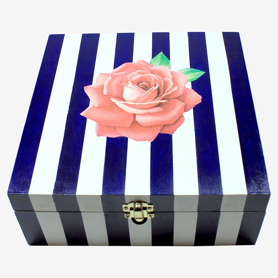 Rózsamintás, kocka alakú fadoboz