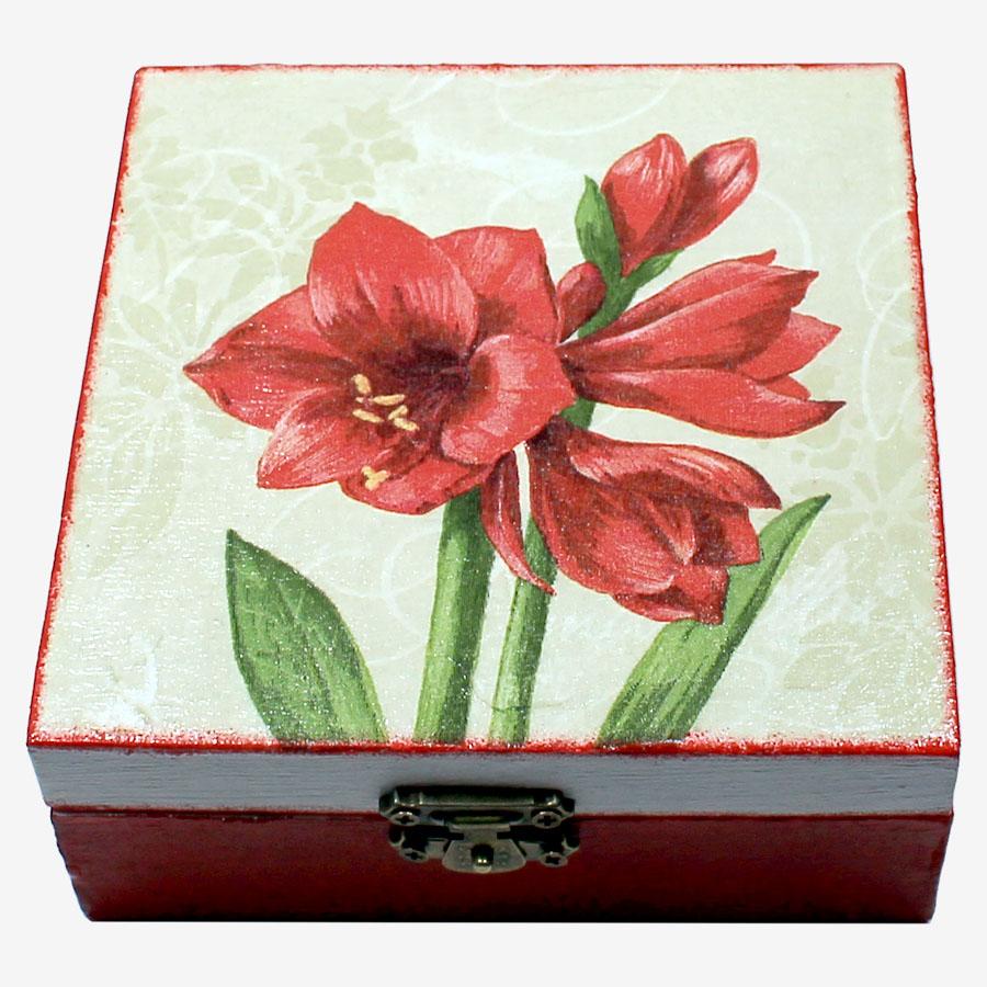 Piros amarilliszmintás, kocka alakú doboz