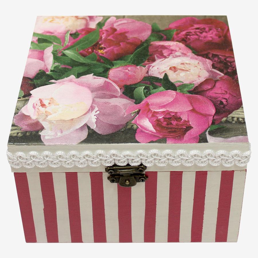 Rózsaszín, tavaszi virágos, kocka alakú doboz