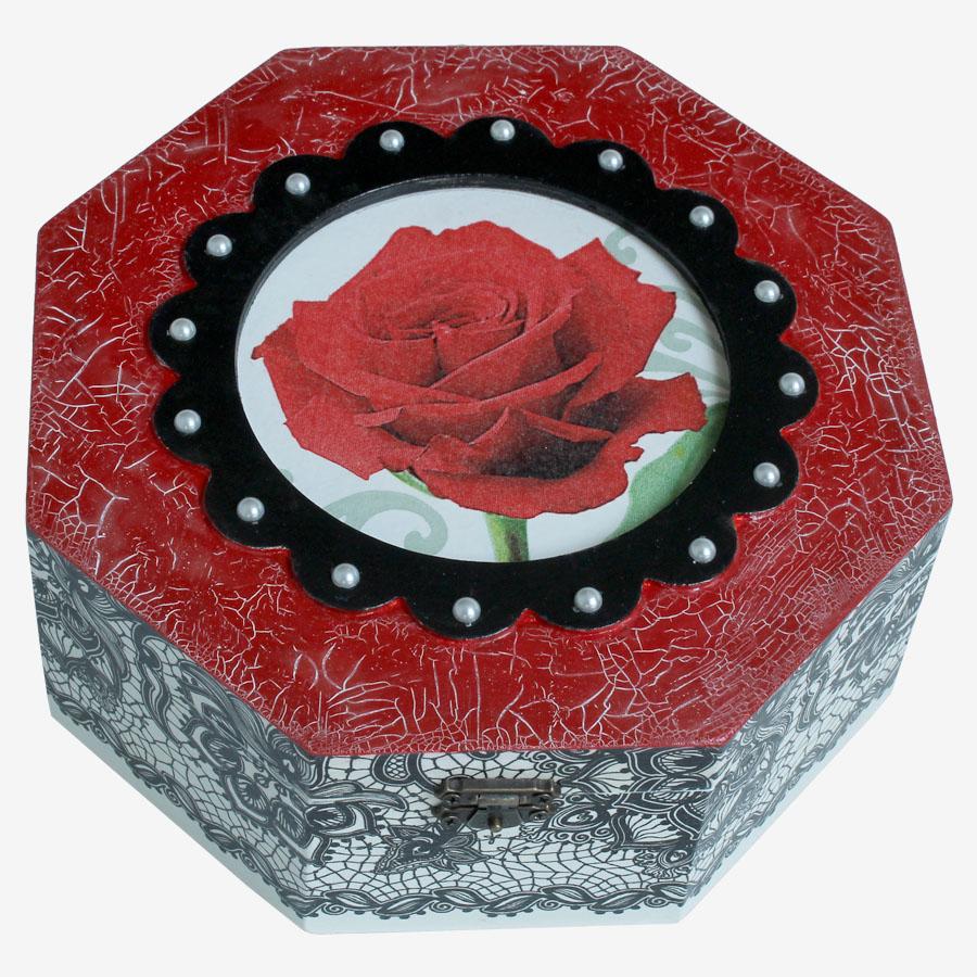Vörös rózsás, nyolcszögletű doboz