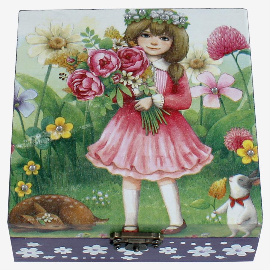 Kislány virágcsokor motívummal díszített, kocka alakú doboz